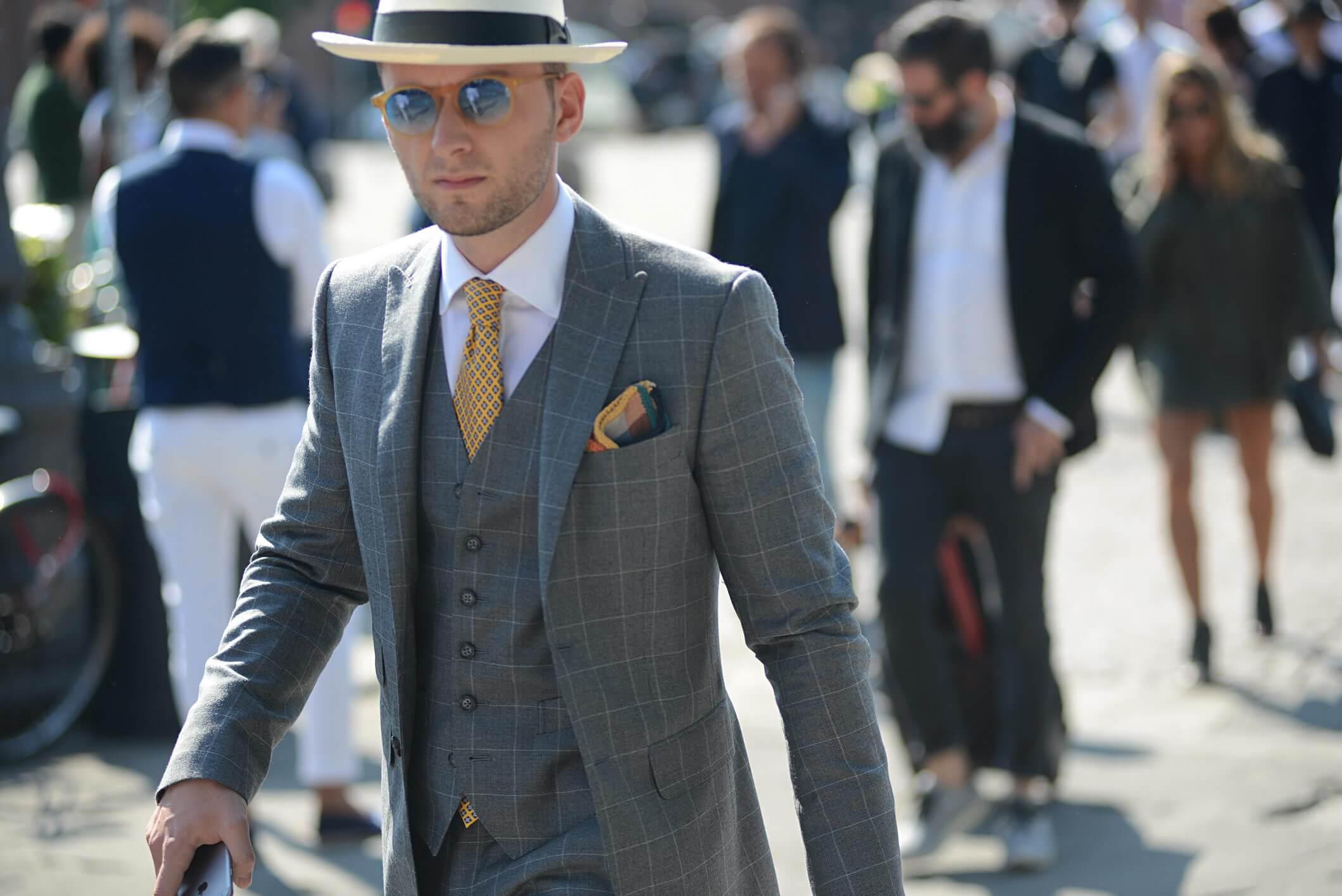 Erkek modası: Takım Elbise ile Spor Ayakkabı Nasıl Giyilir